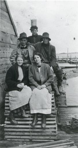 Sheldon Green, Merton Foster, Gleason Green, Carrie Green, and Alice Vining.  P8 754 Caption - Sh...
